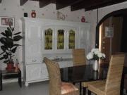 Реставрация буфета. Отреставрированный старинный буфет гармонично вписался в современный интерьер.