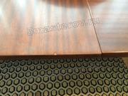Реставрация деревянного стола. Поврежденная лакированная столешница раскладного стола (в салоне). Фото мастера-реставратора Николая Ш.