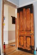 Реставрация дверей цена. Дверь, поврежденная при пожаре.