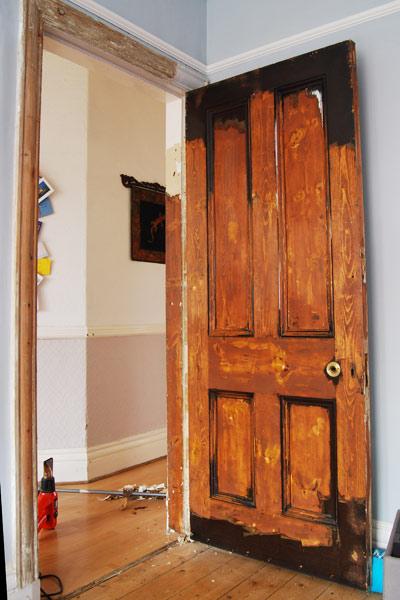 Как своими руками обновить старую деревянную дверь своими руками фото 26
