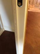 Реставрация дверей. Торец  дорогой итальянской межкомнатной двери из массива дерева до реставрации. Фото мастера-реставратора Николая Ш.