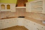 Реставрация кухни. Кухня после реставрации. Светлая окраска кухонной мебели сделала ее более современной.