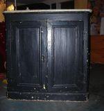 Реставрация кухни. Навесной кухонный шкаф до реставрации.