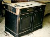 Реставрация кухонных фасадов. Деревянный кухонный стол до реставрации.