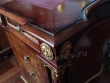 Реставрация мебели. Восстановленный угол дорогого деревянного стола с позолотой, кожей, золотым тиснением. Работа мастера-реставратора Николая Ш.