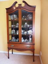 Реставрация шкафа. Старый шкаф для посуды после реставрации.