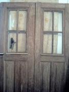 Реставрация сталинских дверей. Сталинские двери отличались добротностью и высотой. Дверь до реставрации.