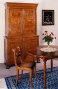 Реставрация старинной мебели. Старинный буфет после реставрации нашел свое место в современном интерьере.