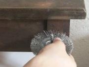 Реставрация старой мебели. Очищение поверхности старого стола вручную мягким металлическим диском.