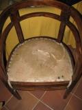 Реставрация стульев. Для обивки сиденья стула используют специальные наполнители, закрепляющую ленту и гвозди.