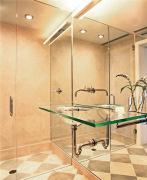 Резка зеркал на заказ. Необычная зеркальная ванная комната.