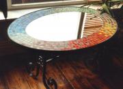 Резка зеркал. Зеркальная столешница с художественной отделкой керамикой.