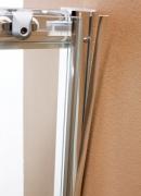 Сборка душевой кабины ika. Один из этапов сборки душевой кабины- качественное закрепление дверей.