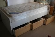Сборка кровати с ящиками. Выдвижные ящики у кровати должны быть хорошо отрегулированы и не приносить никаких неудобств.