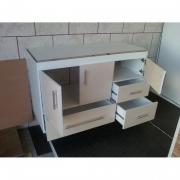Сборка кухонного гарнитура. Ящики и дверцы в шкафах кухонного гарнитура должны быть хорошо отрегулированы.