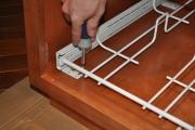 Сборка кухонного гарнитура. Сборка внутренней части шкафа кухонного гарнитура.