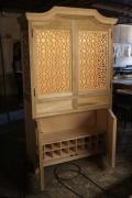 Сборка мебели цены. Современный шкаф с оригинальным дизайном под старину.