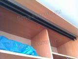Сборка шкафа купе. Важный этап в сборке шкафа-купе- закрепление верхних и нижних направляющих.