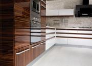 Сборщик корпусной мебели. При сборке кухонного гарнитура обязательно учитываются такие моменты как подключение бытовой техники к системам водоснабжения и электричества.