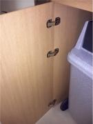 Сборщики мебели в Москве. Качественный монтаж петель на дверцы - залог долгой эксплуатации шкафа.