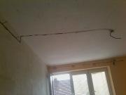 Сгорела проводка. Если сгорела проводка, то лучше полностью поменять ее в комнате, а еще лучше - во всем доме.