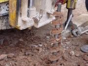 Шнековое бурение скважин. Преимуществами шнекового бурения являются высокие скорости (до 100-300 м/смену) и простота организации работ.