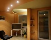 Сколько стоит евроремонт. Отделка стен и потолка деревянными панелями.