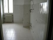 Сколько стоит ремонт квартиры. Отделка стен кухни плиткой.