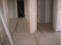 Сколько стоит сделать ремонт квартиры. Наши мастера-плиточники качественно уложат плитку в коридоре, ванной, туалете.