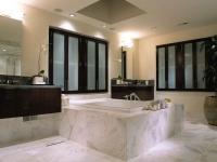 Специалисты по ремонту квартир. Ремонт ванной комнаты класса люкс.