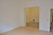 Стильный ремонт квартиры. Расширение дверных проемов, разная отделка пола и стен в комнатах делает квартиру очень стильной.