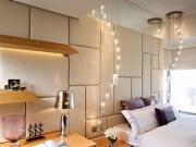 Стоимость евроремонта квартиры. Спальня с мягкой обивкой стен и оригинальным освещением.