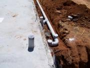 Стоимость монтажа канализации. Монтаж наружной канализации производится на этапе строительства фундамента дома.