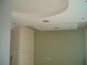 Стоимость ремонта квартиры в Москве. Красивый потолок - обязательная часть современного дизайна интерьера.