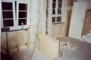 Требуется ремонт квартиры. При капитальном ремонте квартиры требуется полный или частичный демонтаж перегородок, дверей, окон и др.