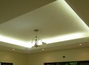 Требуется ремонт квартиры. Освещению и дизайну потолка уделяется особое внимание.