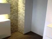 Требуется ремонт квартиры. Для отделки стен используются современные материалы.