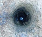 Ударное бурение скважин. Наполнение скважины водой.