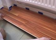 Укладка ламината на бетонный пол. Если в качестве основания выбраны бетонные полы, то основание должно быть ровным и чистым, и весьма прочным.