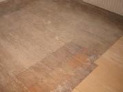 Укладка ламината на деревянный пол. В случае, если ламинат планируется укладывать на деревянный пол, то очень важно обратить внимание на его состояние.