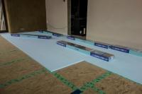 Укладка ламината Quick Step. Приобретая панели Quick Step, Вы приобретаете качественный, удобный, комфортный и простой в уходе пол.