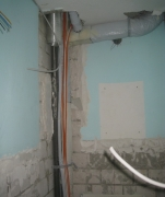 Услуги электрика. При замене канализации в ванной комнате обязательно заменяется электропроводка.