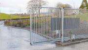 Установка автоматических ворот. Откатные ворота имеют не только роликовый механизм, но и рельсовый.