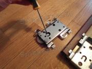 Установка дверей шкафа купе. При установке дверей шкафа-купе важно правильно смонтировать верхние и нижние ролики.