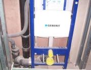 Установка инсталляции Geberit. Система инсталляции разработана специально для российского потребителя, подходит для подвесных унитазов.