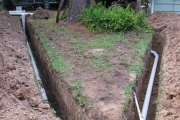 Установка канализации. Траншеи для труб при монтаже канализации должны иметь определенный уклон.