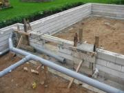 Установка канализации. Установка системы канализации должна осуществляться на стадии закладки фундамента дома.