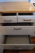 Установка кухонного гарнитура. Ящики в кухонном гарнитуре должны быть хорошо отрегулированы.