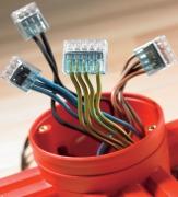 Установка распределительных коробок. Перед монтажом распределительной коробки провода протягиваются через боковые отверстия коробки.