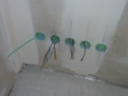 Установка распределительных коробок. Установка распределительных коробок для скрытой проводки должна производиться перед отделкой стен.